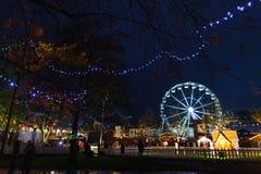 Weihnachtsmarkt nachts Stockfotos