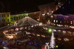 Weihnachtsmarkt in Sibiu, Rumänien, Ansicht von oben lizenzfreies stockfoto