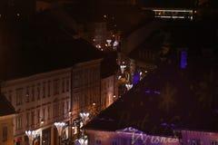Weihnachtsmarkt in Sibiu, Rumänien, Ansicht von oben lizenzfreie stockfotos