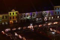 Weihnachtsmarkt in Sibiu, Rumänien, Ansicht von oben lizenzfreie stockbilder