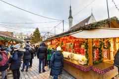 Weihnachtsmarkt in Tallinn, Estland im Dezember 2017 Lizenzfreie Stockfotos