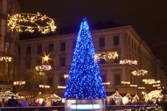 Weihnachtsmarkt vor der Basilika Lizenzfreies Stockbild