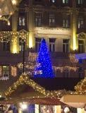 Weihnachtsmarkt vor der des St Stephen Basilika Stockfotos