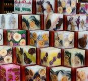 Weihnachtsmarktdekorationen Kerzen gemacht von Stockbild