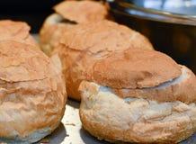 Weihnachtsmarktlebensmittel -, das oben vom Brot nah ist, rollt Lizenzfreies Stockbild