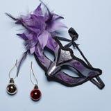 Weihnachtsmaskeradeeinladung lizenzfreie stockbilder