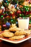 Weihnachtsmilch und -plätzchen Lizenzfreies Stockfoto