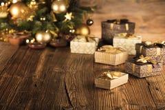 Weihnachtsmotiv - goldene Weihnachtsdekoration lizenzfreies stockbild
