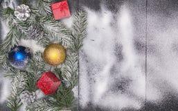Weihnachtsmotivhintergrund, Weihnachten mit Kopienraum, Feiertagshintergrund mit Dekorationen stockbilder