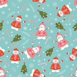 Weihnachtsmuster mit Schneemännern und Weihnachtsbäumen Stockfoto