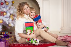 Weihnachtsmutter und -tochter Lizenzfreies Stockbild
