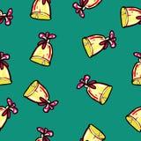 Weihnachtsnahtloses Muster eigenh?ndig gezeichnet Bell mit einem roten festlichen Band auf einem grünen Hintergrund Neues Jahr stock abbildung