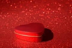 Weihnachtsneues Jahr-Valentine Day Red Heart Box-Funkelnhintergrund Abstraktes Beschaffenheitsgewebe des Feiertags Element, Blitz stockbild