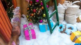 Weihnachtsniederlassung und -glocken Stockbilder