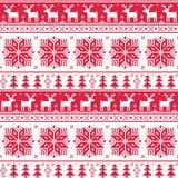 Weihnachtsnordisches nahtloses rotes Muster mit Rotwild Lizenzfreie Stockfotos
