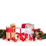 Weihnachtspakete - aanwezige Kerstmis De Dozen van de gift met Linten Stock Afbeeldingen