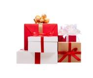 Weihnachtspakete - Weihnachtsgeschenk Geschenk-Kästen mit Farbbändern Lizenzfreies Stockfoto