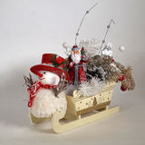 Weihnachtspferdeschlitten, Santa Claus, Schneemann Lizenzfreies Stockfoto