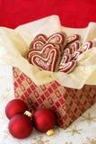Weihnachtsplätzchen in einem giftbox Lizenzfreie Stockbilder