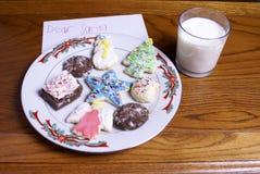 Weihnachtsplätzchen Milch und Anmerkung für Sankt Stockbilder