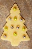 Weihnachtsplätzchen mit Kugeln Stockfotografie