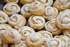 Weihnachtsplätzchen mit Zuckerglasur Stockfoto