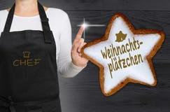 Weihnachtsplaetzchen & x28; w niemieckim Bożenarodzeniowym cookies& x29; cynamon gwiazda Obraz Royalty Free