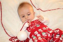 Weihnachtsporträt des netten kleinen Babys Stockfoto