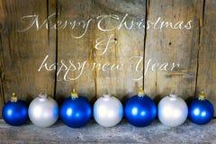 Weihnachtspostkarte mit Bällen Lizenzfreies Stockfoto