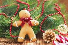 Weihnachtspostkarte mit Lebkuchenmann Lizenzfreie Stockfotos