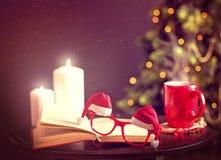 Weihnachtspostkarte mit Sankt-Gläsern Stockbilder