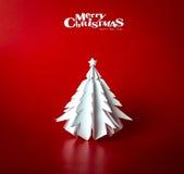 Weihnachtspostkarte mit wahrem Papierweihnachtsbaum Stockfotos