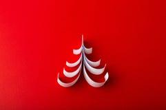 Weihnachtspostkarte mit wahrem Papierweihnachtsbaum Lizenzfreies Stockfoto