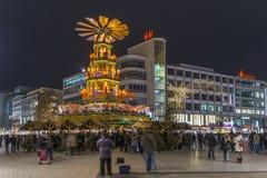 Weihnachtspyramide i Hannover Fotografering för Bildbyråer