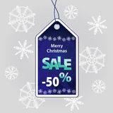 Weihnachtsrabatt auf dem Hintergrund von Schneeflocken Stockfoto