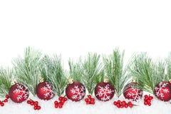 Weihnachtsrand mit roten Verzierungen Stockbild