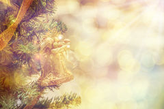 Weihnachtsraum-Innenarchitektur, Weihnachtsbaum verziert durch Licht-PR Stockbild