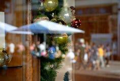 Weihnachtsreflexion in der Sommerzeit lizenzfreies stockfoto