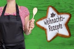 Weihnachtsrezepte & x28; w niemieckim Bożenarodzeniowym recipes& x29; cynamon gwiazda jest zdjęcia royalty free