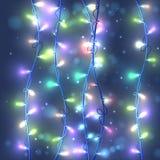Weihnachtsrosa Hintergrund mit hellen Girlanden und Schneeflocken Stockbilder
