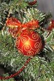 Weihnachtsrote Kugel, Kugel Lizenzfreie Stockfotografie