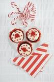 Weihnachtsrote und weiße kleine Kuchen Stockfoto