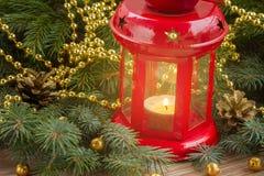 Weihnachtsroter glühender Laternenabschluß oben Stockbild