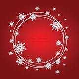 Weihnachtsroter Hintergrund mit Schneeflocken und Platz Lizenzfreie Stockfotos