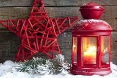 Weihnachtsroter Stern und -laterne Lizenzfreie Stockfotos