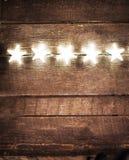 Weihnachtsrustikaler Hintergrund mit Lichtern und Raum des freien Texts Fes Stockfotografie