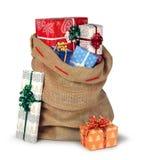 Weihnachtssack voll Geschenke lokalisiert lizenzfreie stockfotos