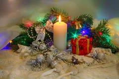 Weihnachtssatz, Spielwaren und eine Kerze Lizenzfreie Stockbilder