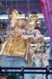 Weihnachtsschaukasten mit Marionetten stockfoto