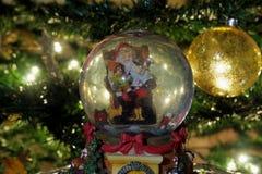 Weihnachtsschnee-Kugelball Lizenzfreies Stockfoto